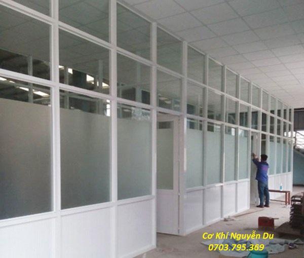 Làm vách ngăn nhôm kính tại TPHCM