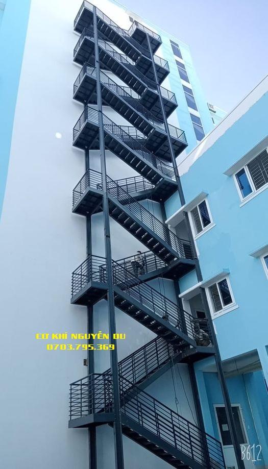 Thợ làm cầu thang sắt tại Biên Hòa