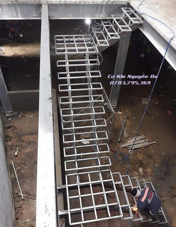 Thợ làm cầu thang sắt tại Bình Dương