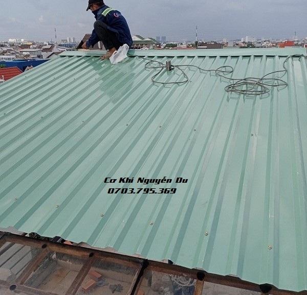 Thợ làm mái tôn tại Dĩ An