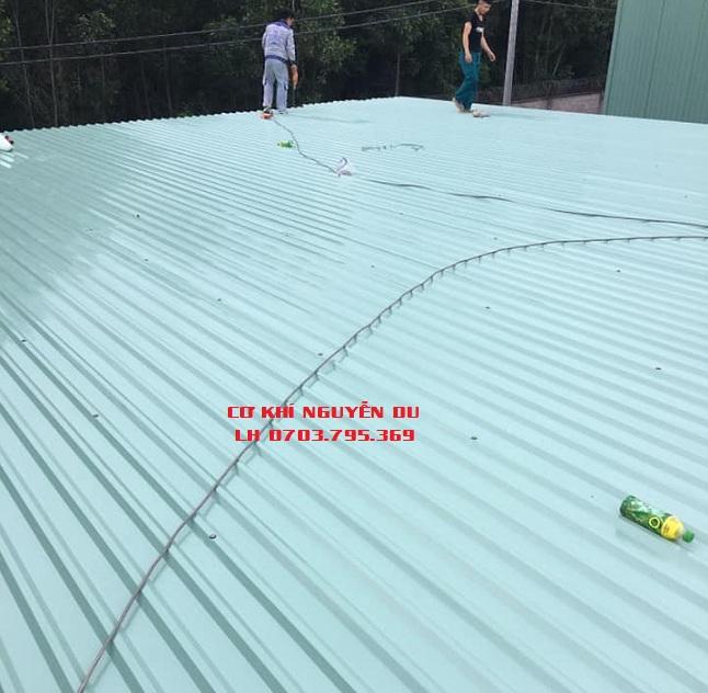 Thợ làm mái tôn tại Thủ Dầu Một